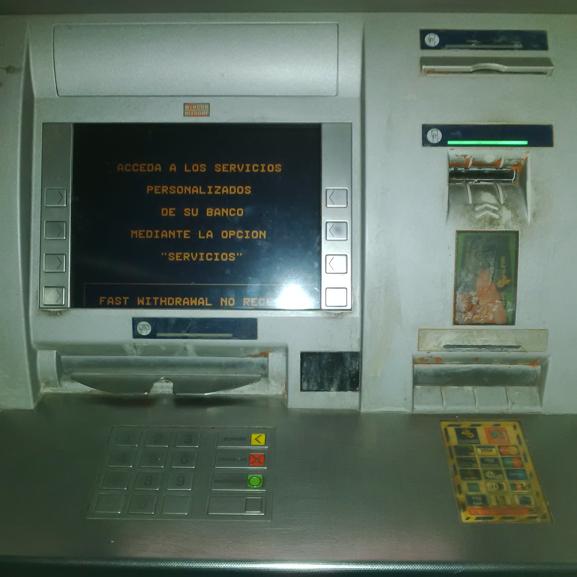 el mal servicio de los cajeros y comisiones del banco