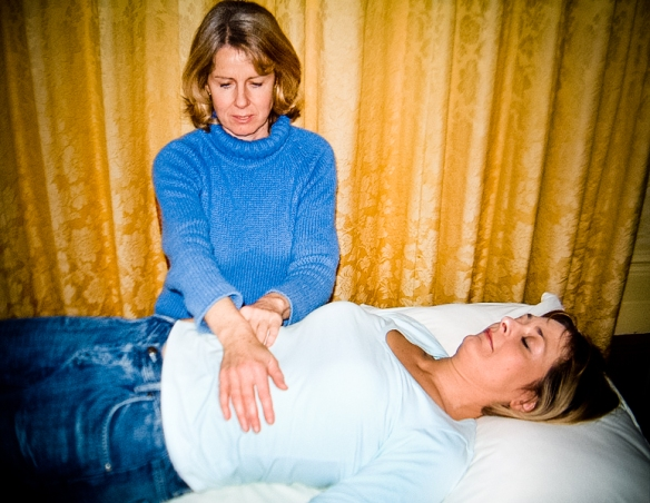 Fotografía: https://ca.wikipedia.org/wiki/Reiki#/media/File:Reiki-Treatment.jpg